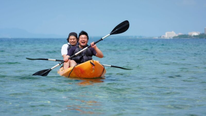 A couple enjoying their time on the water near our Sarasota vacation rentals